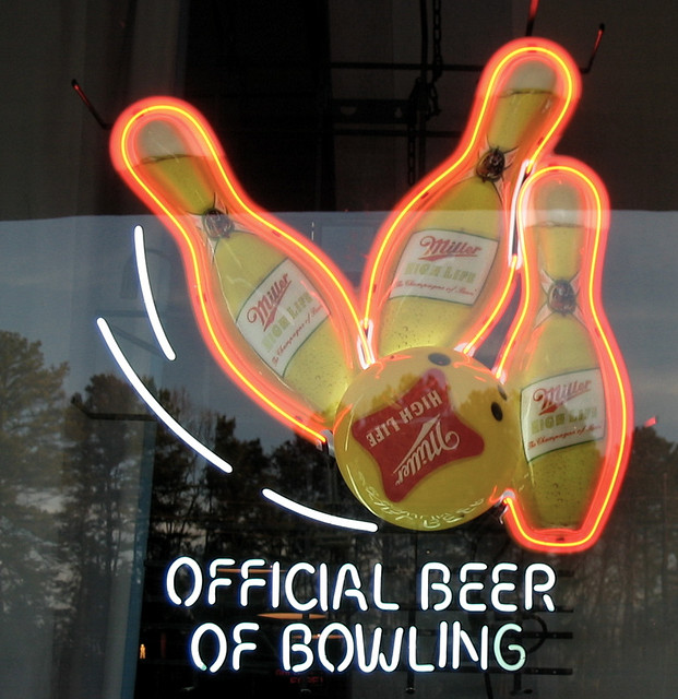 """Miller High Life Returns as the """"Official Beer of Bowling"""" in 2013"""