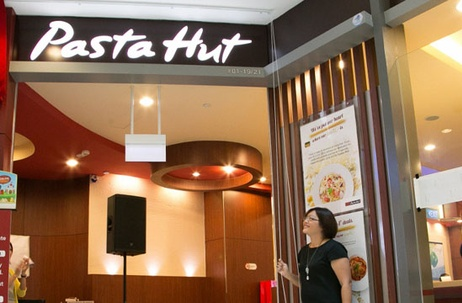 JWT Singapore Showcases Pizza Hut's New Menu