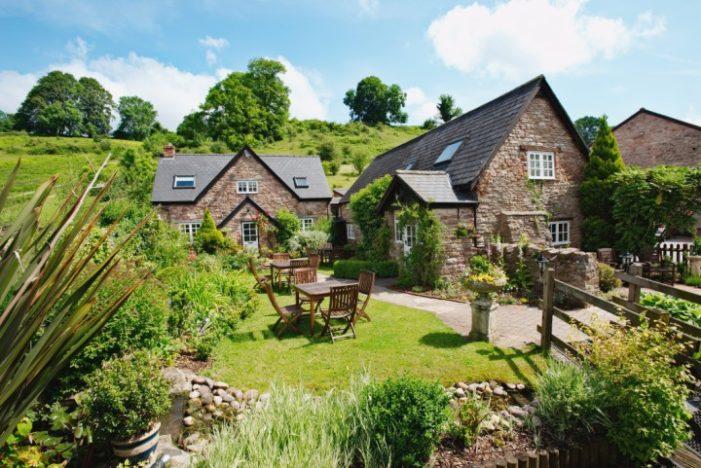 Tudor Farmhouse Hotel Unwraps Christmas Food & Craft Market