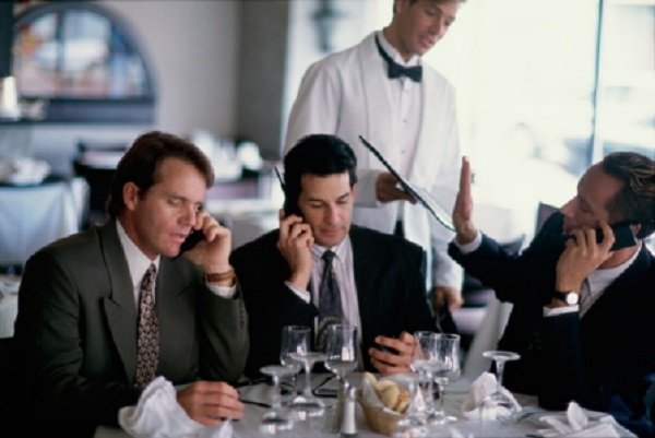 Mobile Phones, PDA & Snapping Fingers Top British Diners' Frustrations
