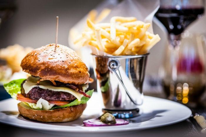 Britain v USA: Burger Battle Kicks Off on Independence Day at Manhattan Grill