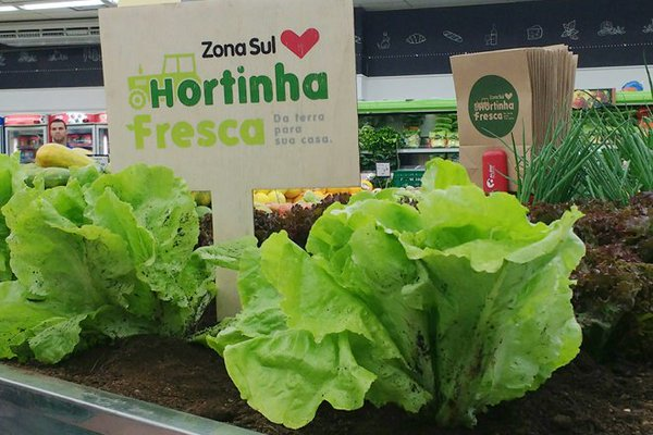 Brazilian Supermarket Replaces Shelves for Gardens in New Promotion
