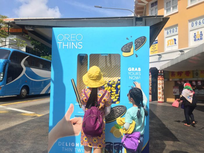 Clear Channel Singapore's Hands-on Game Lets Customers Claw their Way to Free Oreo Thins Lemon