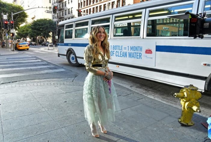 "Sarah Jessica Parker Joins Stella Artois & Water.org to ""Pour it Forward"" & Help End the Global Water Crisis"